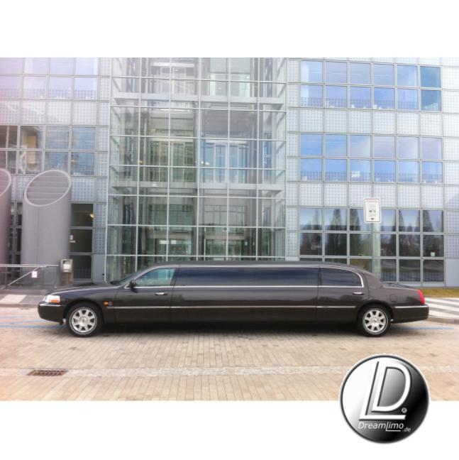 limousinenservice m nchen stretchlimousine lincoln town car schwarz mieten. Black Bedroom Furniture Sets. Home Design Ideas